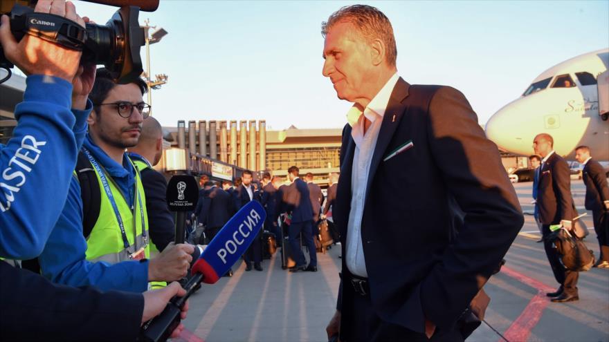 El entrenador del equipo iraní de fútbol, Carlos Queiroz, habla con periodistas en Moscú, capital de Rusia, 5 de junio de 2018.