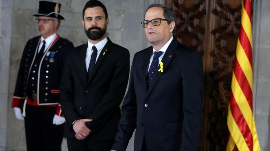 En nuevo presidente de Cataluña, Quim Torra (dcha.), da un discurso en el palacio de la Generalitat, 17 de mayo de 2018.