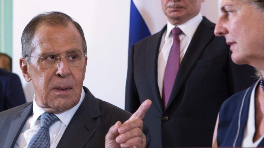 El ministro ruso de Asuntos Exteriores, Serguéi Lavrov (izda.), en una reunión en Viena con su homóloga austriaca, Karin Kneissl, 5 de junio de 2018.