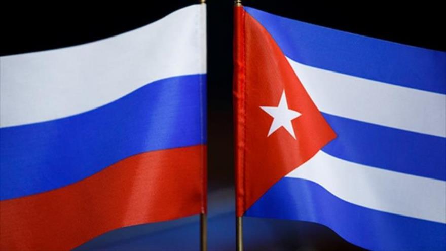Banderas de Rusia y Cuba.