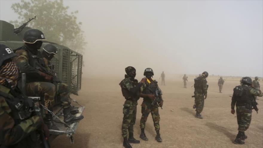 Fuerzas militares de Camerún en la ciudad fronteriza de Kolofata, en el extremo norte del país africano, 16 de marzo de 2016.