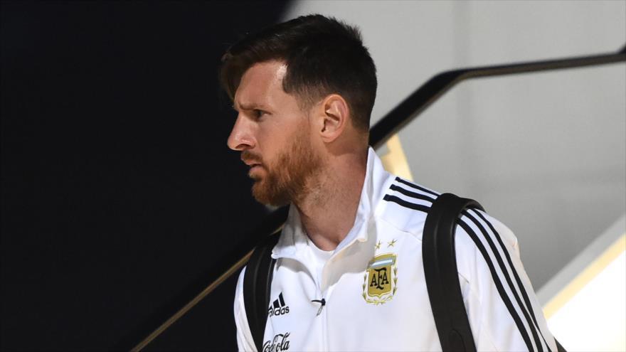 El delantero argentino Lionel Messi llega a Moscú junto con la selección de fútbol de Argentina para la Copa Mundial de Rusia, 9 de junio de 2018.