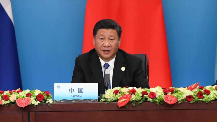 El presidente chino, Xi Jinping, da su discurso en la cumbre de la Organización de Cooperación de Shanghái (OCS), China, 10 de junio de 2018.