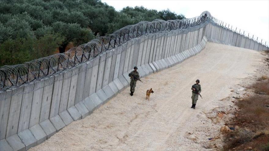 Turquía concluye construcción de un muro en la frontera con Siria