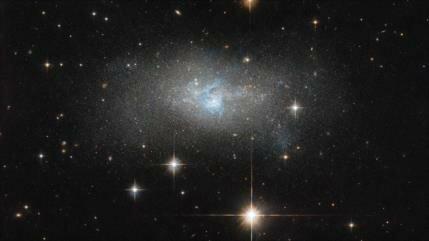 NASA capta una galaxia enana con núcleo extremadamente brillante