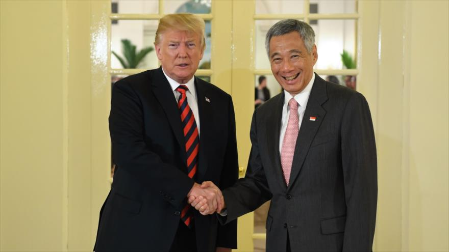 Trump se reúne con premier de Singapur en víspera de cita con Kim
