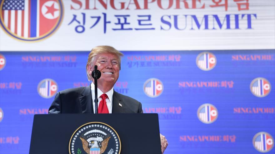 Donald Trump, presidente de EE.UU., habla en una rueda de prensa en Singapur, 12 de junio de 2018.
