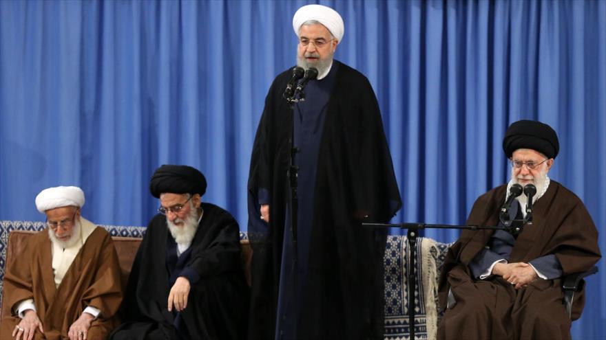 El presidente de Irán, Hasan Rohani, da un discurso en Teherán, 14 abril 2018.