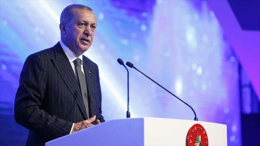 El presidente turco, Recep Tayyip Erdogan, ofrece un discurso durante una ceremonia en Eskisehir, 12 de junio de 2018.