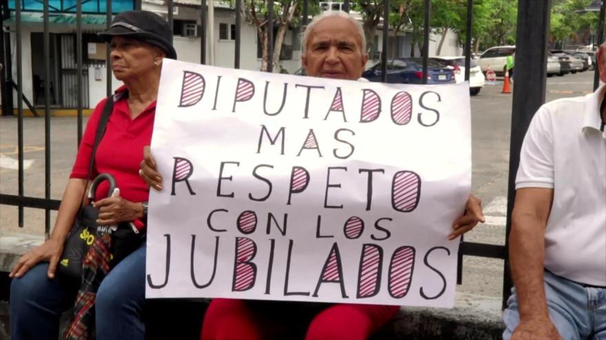 Jubilados panameños exigen mejores pensiones