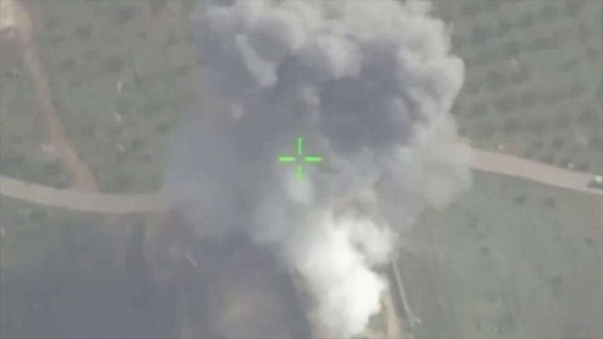 Vídeo: Fuerzas Aéreas de Siria eliminan un centro rebelde en Hama