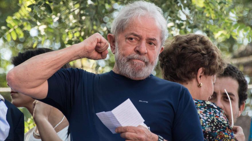 El expresidente brasileño Luiz Inácio Lula da Silva ofrece un discurso en Sao Paulo, 8 de abril de 2018.