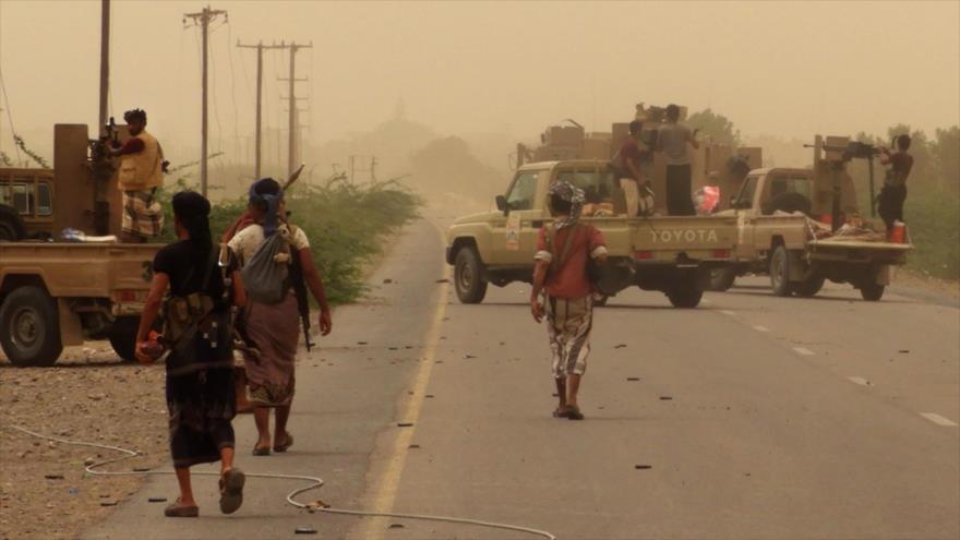 Riad y aliados ocupan aeropuerto del puerto yemení de Al-Hudayda