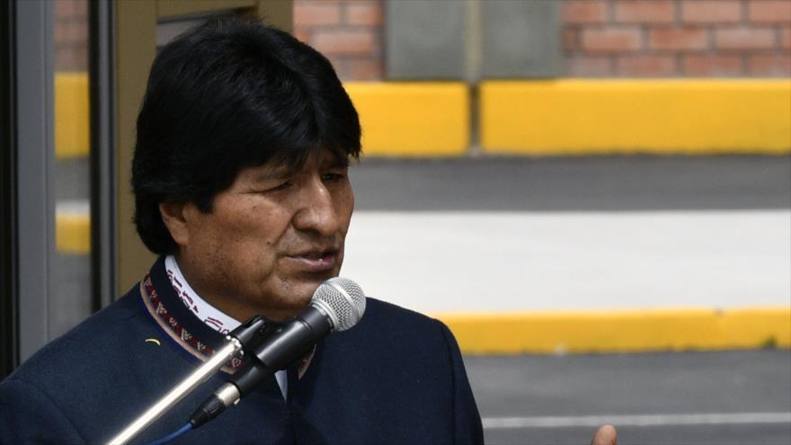 El presidente boliviano, Evo Morales, pronuncia un discurso en la ciudad de Desaguadero, 28 de abril de 2018.