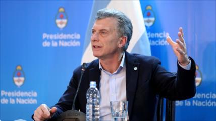 Macri remueve a ministros de Producción y de Energía