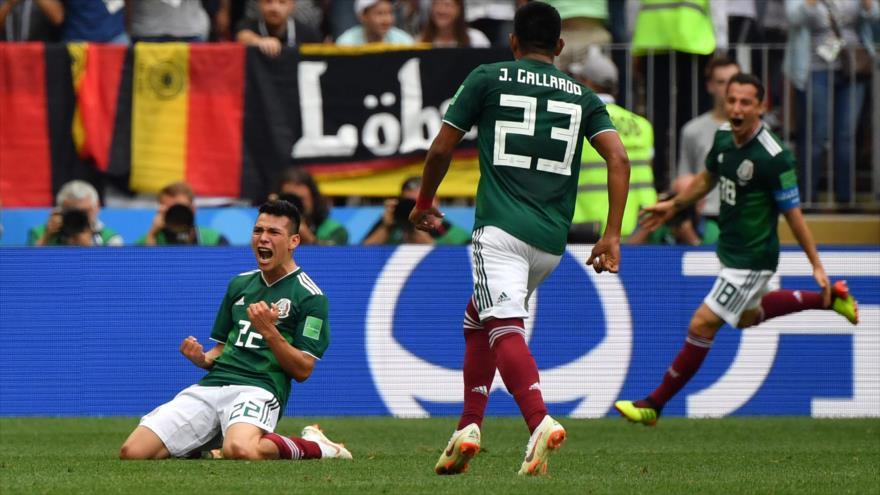 El mexicano Hirving Lozano (izq.) celebra su gol durante el partido entre Alemania y México en el Mundial de Rusia, 17 de junio de 2018.