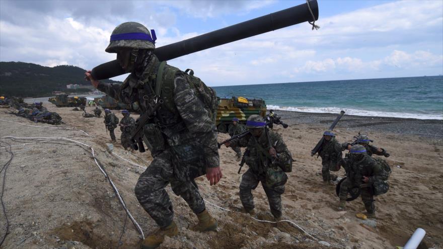 Soldados surcoreanos durante un ejercicio militar conjunto con EE.UU. en Pohang (Corea del Sur), 2 de abril de 2017.