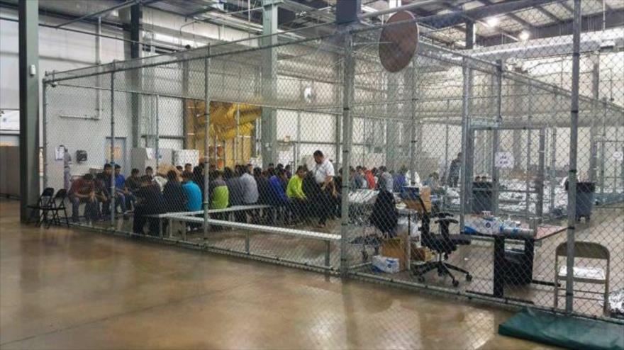 Vídeo: EEUU mete a niños inmigrantes en jaulas de metal | HISPANTV