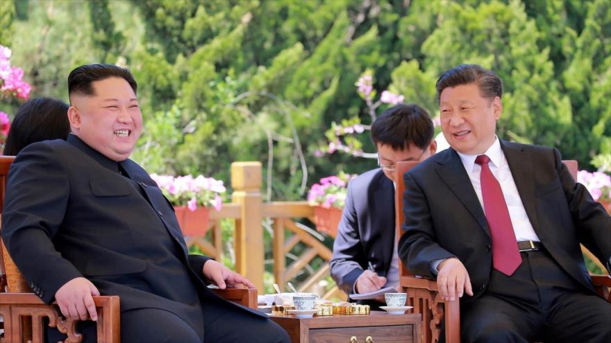 Líder de Corea del Norte viaja a China para reunirse con Xi