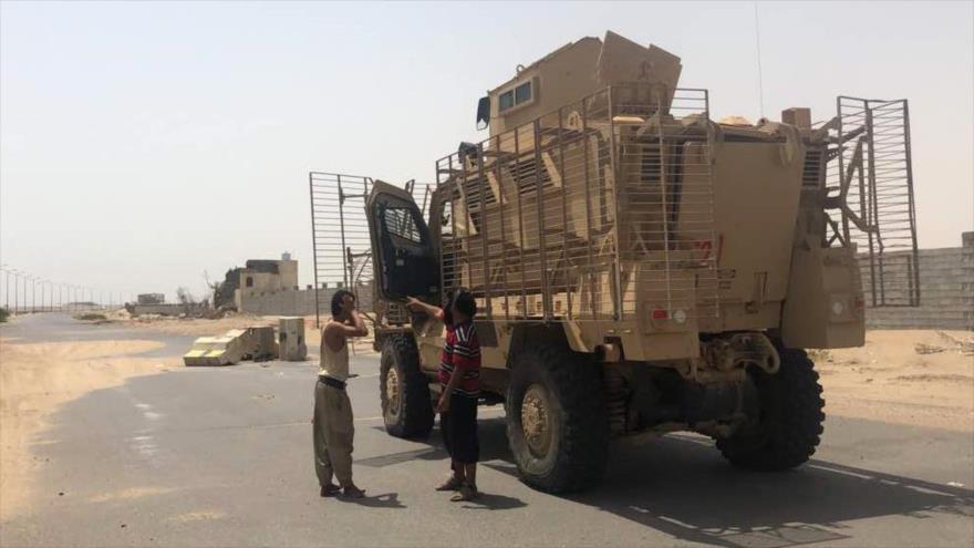 Mercenarios saudíes entran en aeropuerto de Al-Hudayda en Yemen