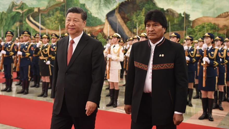 El presidente de Bolivia, Evo Morales (dcha.), junto a su homólogo chino, Xi Jinping, 19 de junio de 2018.