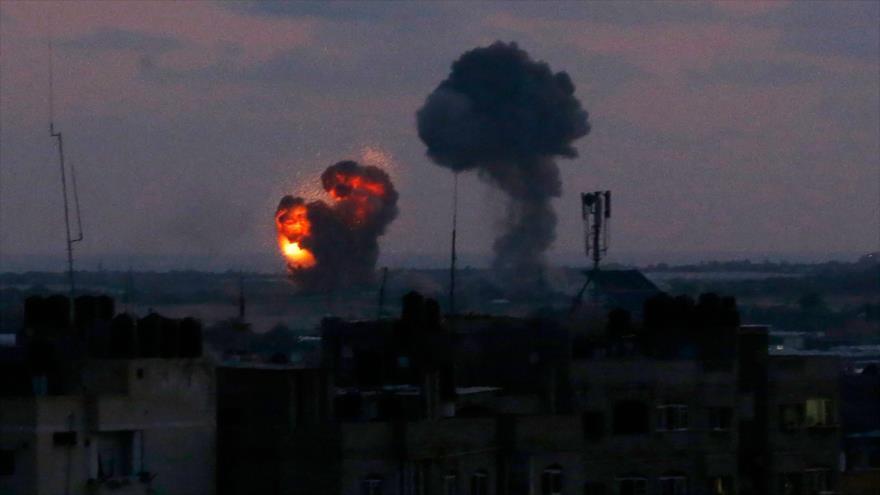 Una explosión causada por un ataque de Israel en el sur de la Franja de Gaza, 20 de junio de 2018.
