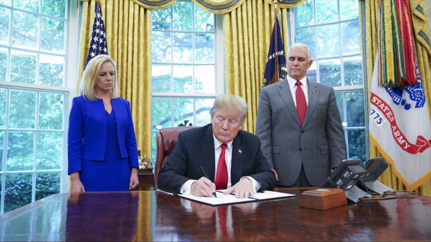 EEUU da marcha atrás y acaba con separación de familias migrantes