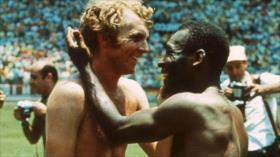 Fotos que sacuden al mundo: Pelé y Bobby Moore