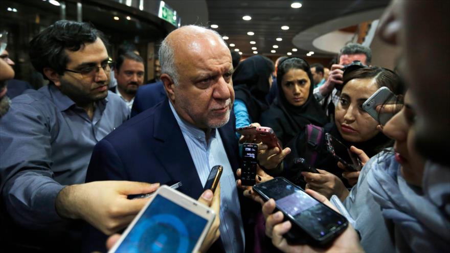 El ministro iraní del Petróleo, Biyan Namdar Zangane, habla con la prensa en Teherán, capital de Irán, 14 de marzo de 2018.