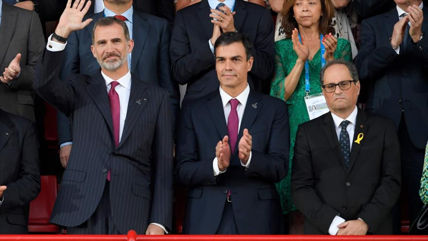(De dcha.) el presidente catalán, Quim Torra, el presidente del Gobierno, Pedro Sánchez, y el rey Felipe VI en la apertura de los Juegos Mediterráneos, 22 de junio de 2018.