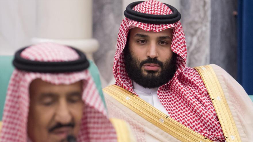 El príncipe heredero saudí, Muhamad bin Salman al Saud, (dcha.) en un encuentro en La Meca, 11 de junio de 2018.