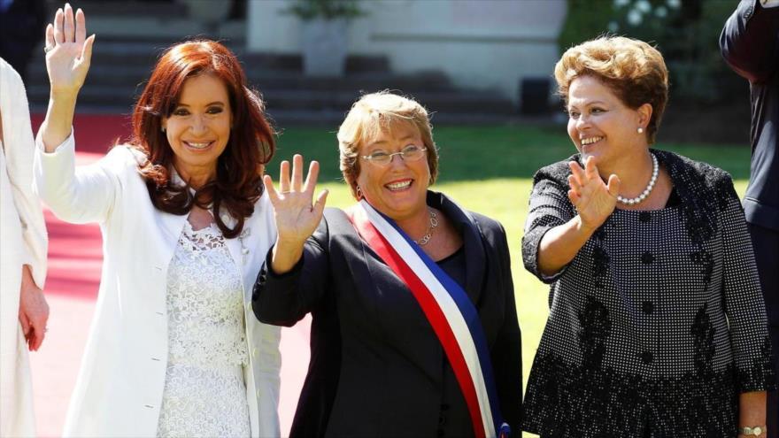 De izq. a dcha.: Cristina Fernández de Kirchner, Michelle Bachelet y Dilma Rousseff, las expresidentas de Argentina, Chile y Brasil, respectivamente.