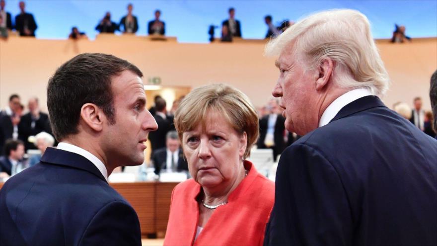 El presidente de EEUU, Donald Trump (D), la canciller alemana, Angela Merkel, y el presidente galo, Emmanuel Macron, en Hamburgo, 7 de julio de 2017.