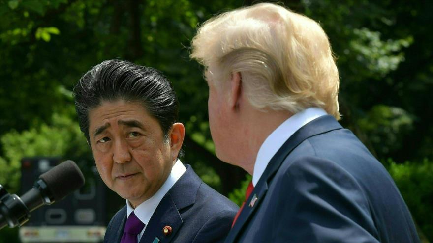 El presidente de EE.UU., Donald Trump (dcha.), y el premier japonés, Shinzo Abe, en una rueda de prensa en la Casa Blanca, 7 de junio de 2018.