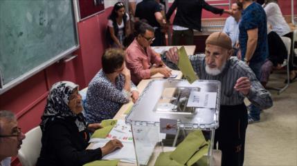 Abren centros de votación para comicios presidenciales en Turquía