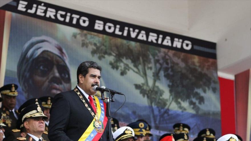 Maduro llama una 'guardia en alto' ante traiciones de Colombia