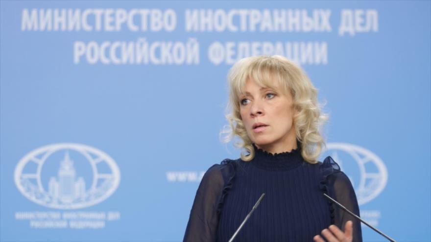 La portavoz de la Cancillería de Rusia, María Zajarova, durante una rueda de prensa en Moscú, la capital.