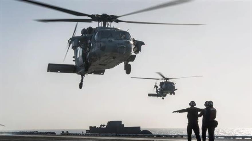 Helicópteros estadounidenses modelo MH-60S Seahawk.