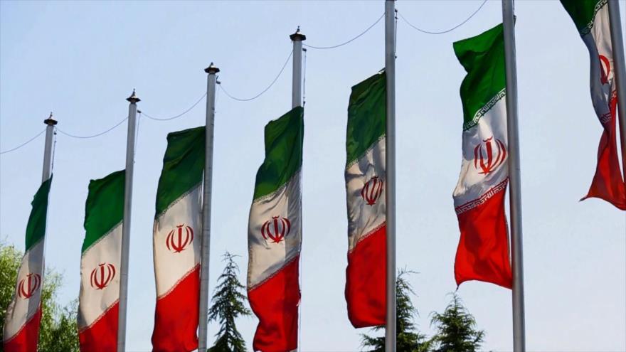 Irán: 1- La bandera de la República Islámica de Irán 2- Tabas, el geoparque de Irán 3- El arte de la fusión de vidrio