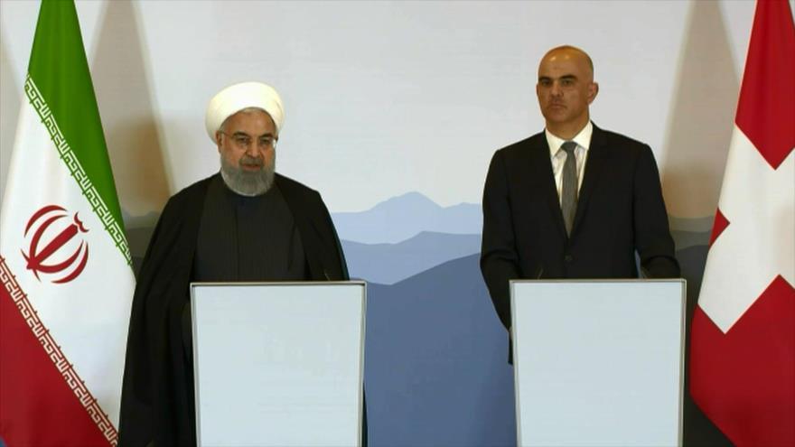 Los presidentes de Irán y Suiza, Hasan Rohani y Alain Berset, respectivamente, en una rueda de prensa en Berna, capital suiza, 2 de julio de 2018.