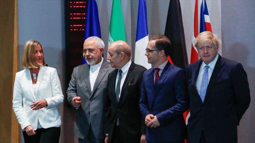 El canciller iraní (2º izq.), y sus pares británico, alemán y francés, junto a la jefa de la Diplomacia de la UE, 15 de mayo de 2018.