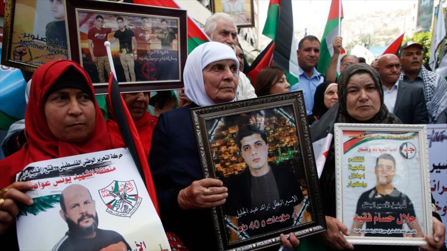 Protesta palestina para la liberación de familiares encarcelados por Israel en la ciudad de Nablus, al norte de Cisjordania, 17 de abril de 2018.