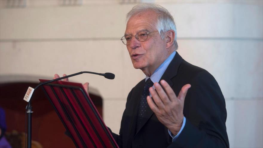 El canciller de España, Josep Borrell, Durante su comparecencia ante la prensa en la Universidad Internacional Menéndez Pelayo, España, 3 julio de 2018.