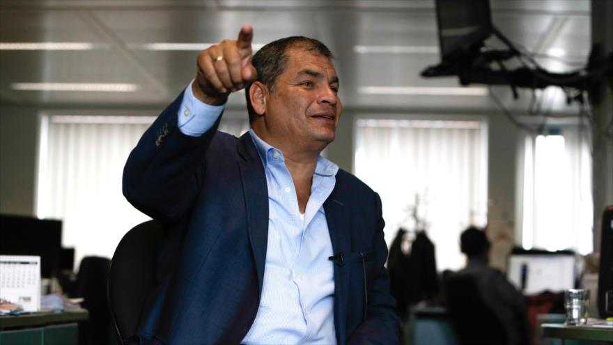 Correa denuncia 'un complot' de Gobierno tras orden de detención