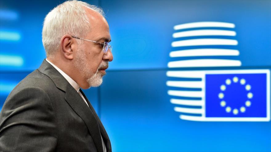 El canciller de Irán, Mohamad Yavad Zarif, llega a la sede de la unión Europea (UE) en Bruselas, capital belga, 15 de mayo de 2018.