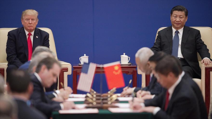El presidente de EE.UU., Donald Trump (izq.), y su homólogo chino, Xi Jinping, en una reunión celebrada en Pekín, capital china, 9 de noviembre de 2017.