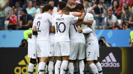 Francia derrota 2-0 a Uruguay y llega a semifinales del Mundial