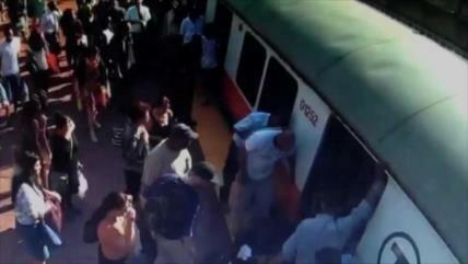 Mujer atrapada debajo de un tren rechaza ambulancia por ser cara