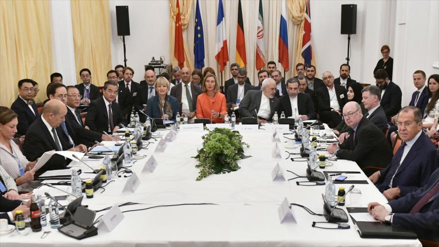 UE promete mantener canales bancarios y compra de crudo iraní