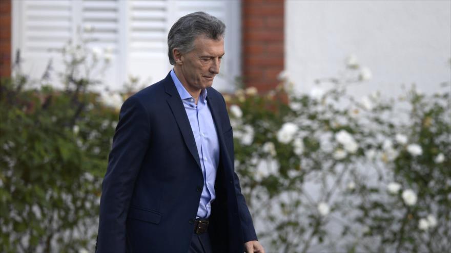 El presidente de Argentina, Mauricio Macri, se prepara para participar en una rueda de prensa, Buenos Aires, capital argentina, 16 de mayo de 2018.